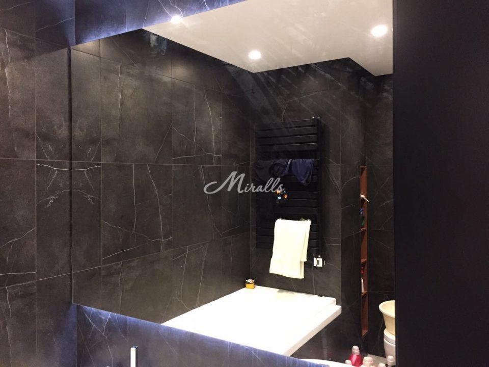 Зеркало Valerya в частной квартире (Башня ОКО)