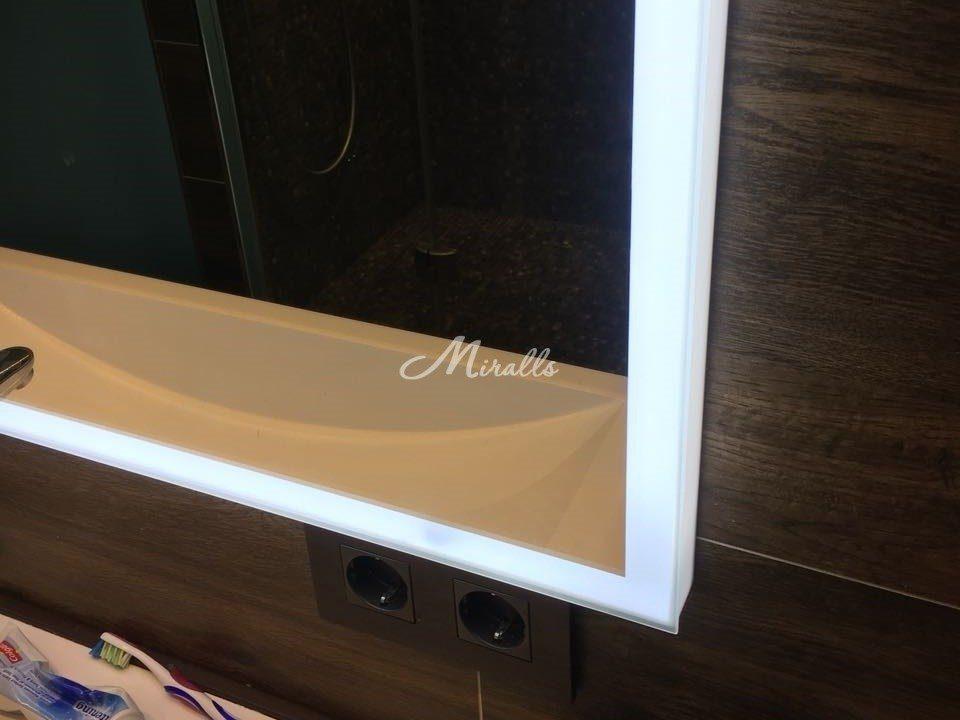 Зеркало с рамой из светопропускного пластика Murano