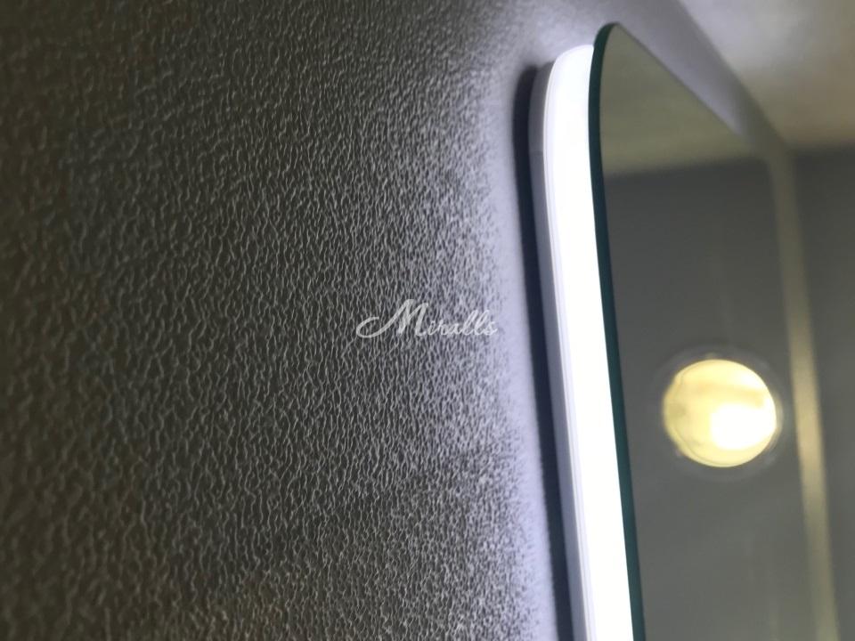 Торец зеркала Light из пластикового профиля