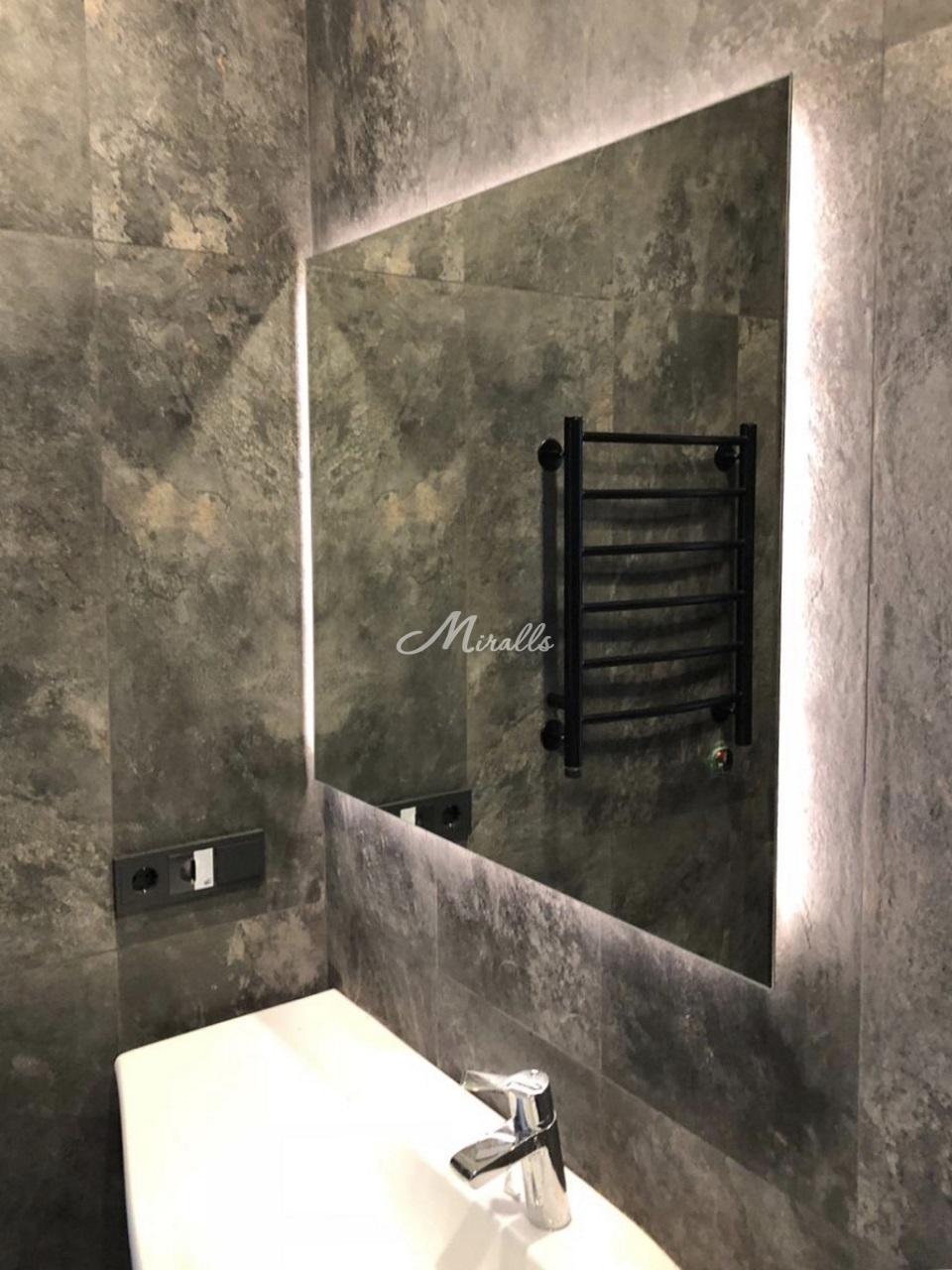 Зеркало Simple в частной квартире (МФК «Царская площадь»)