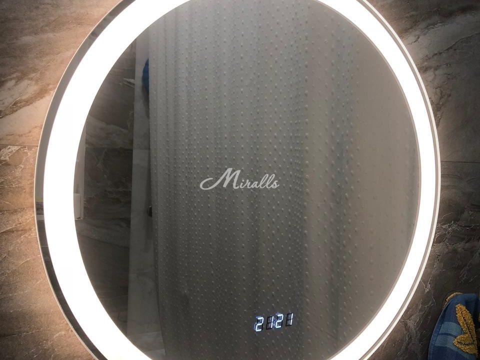 Зеркало Ring с электронными часами в частной квартире (ЖК Северный парк)
