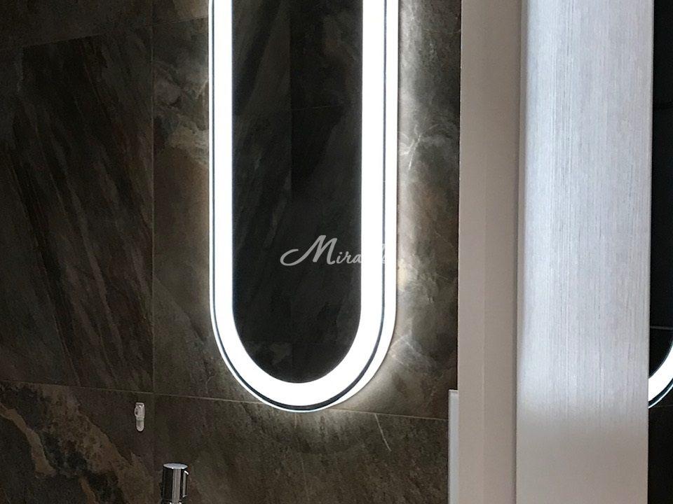 Зеркало Aura в санузле в частной квартире