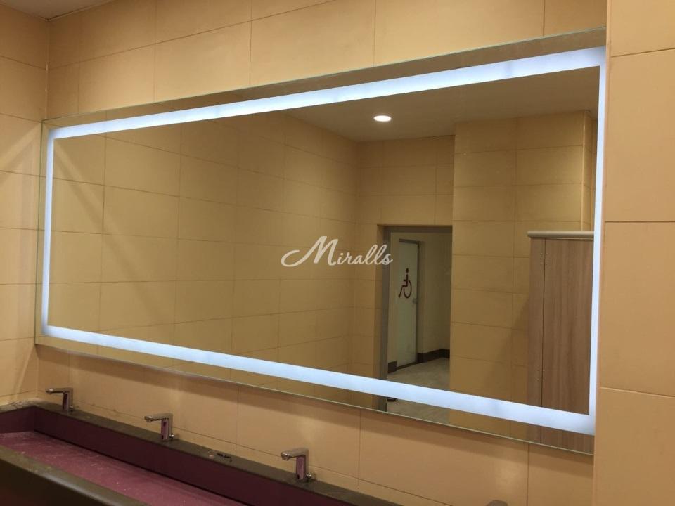 Зеркало Edging в санузле Торгового Центра