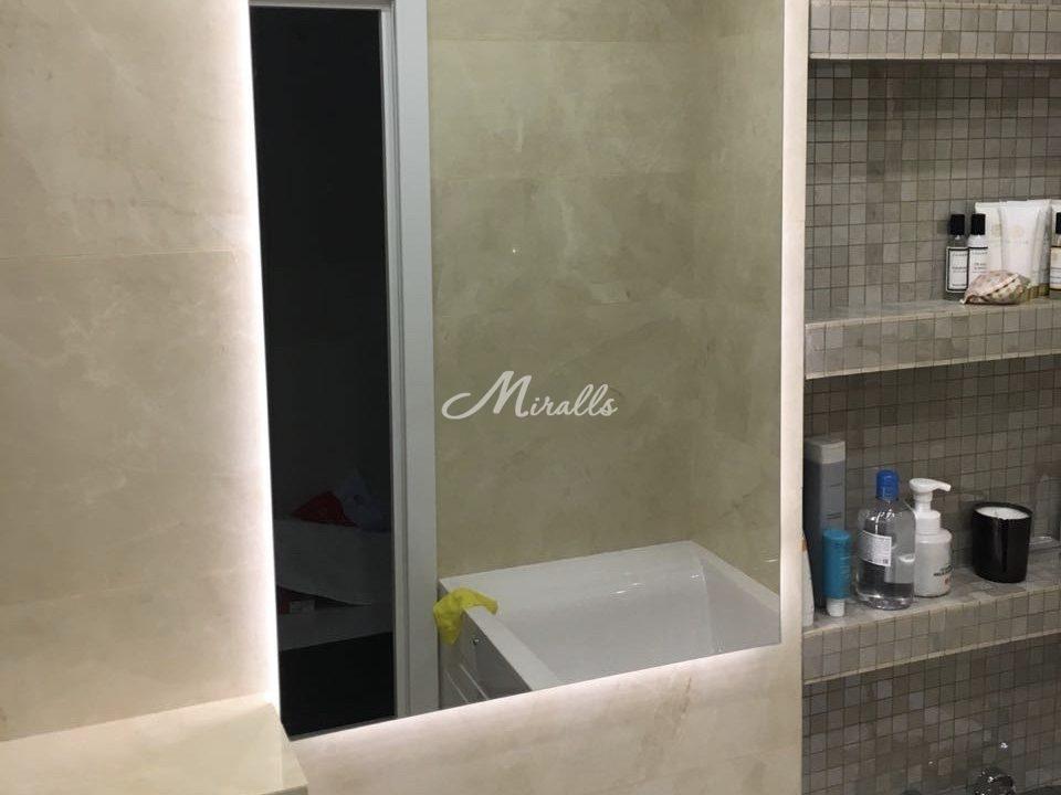 Зеркало Basic с прямыми углами в санузле частной квартиры
