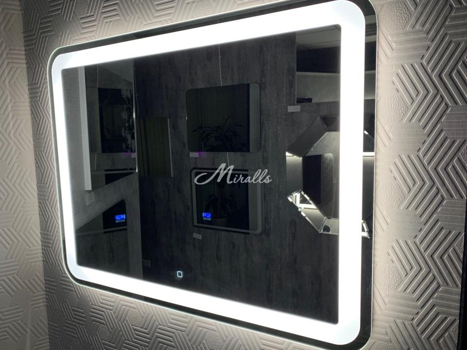 Зеркало Loretta с холодной подсветкой