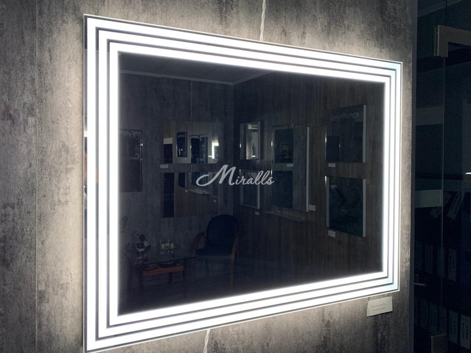 Зеркало Quadra с холодной подсветкой