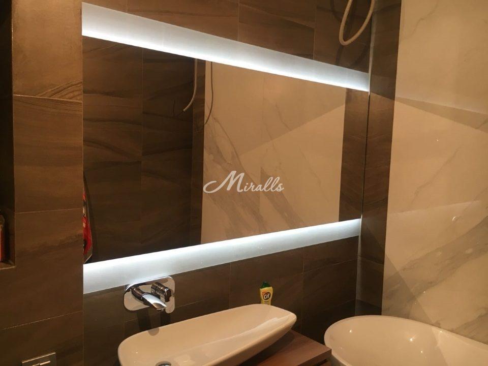 Зеркало River после монтажа в частной квартире
