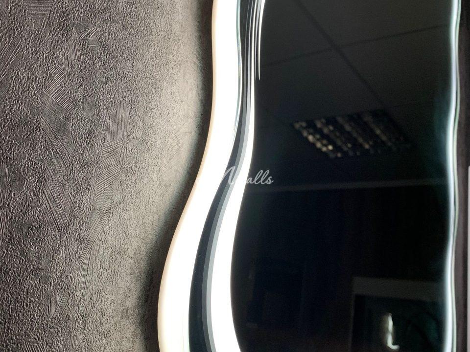 Изогнутый профиль и рисунок зеркала Waves