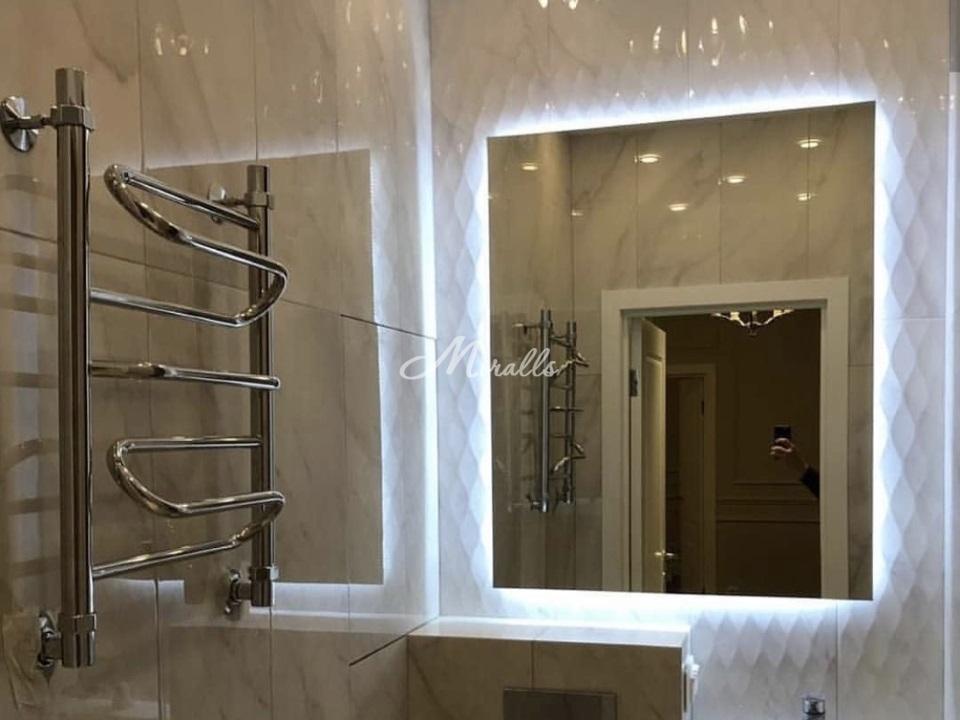 Зеркало Valerya с прямыми углами и холодной подсветкой