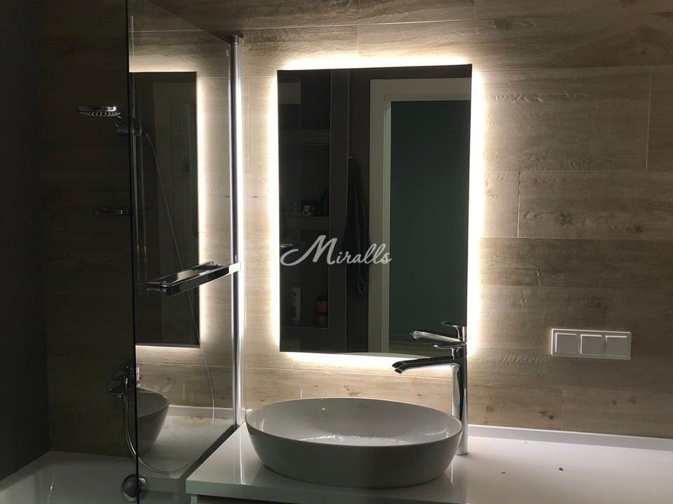 Зеркало с подсветкой Basic в частной квартире