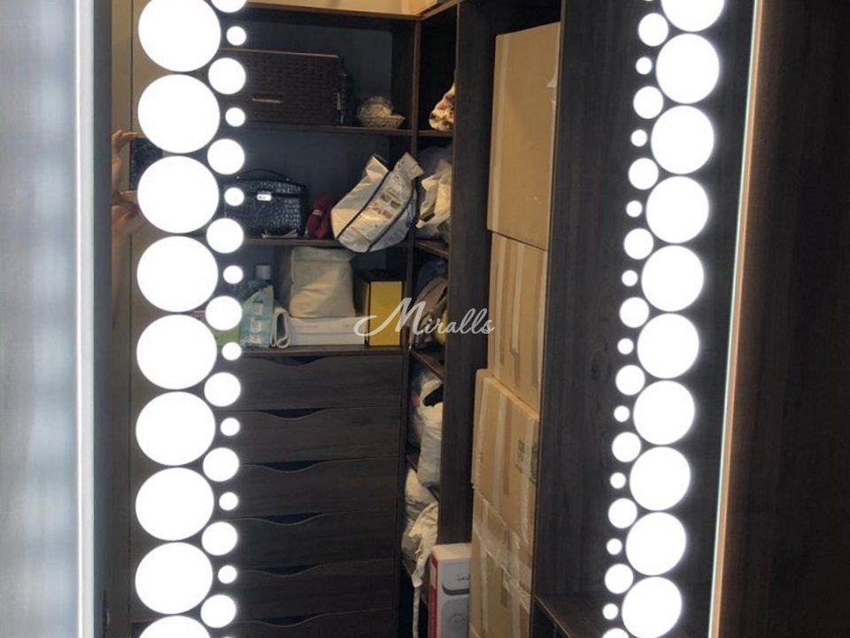 Зеркало Flash в гардеробной комнате
