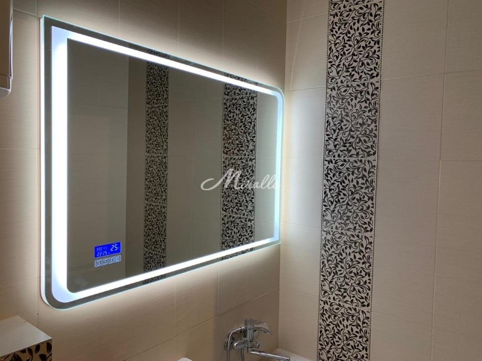 Зеркало Fusion с электронными часами с сенсорным управлением в частной квартире (ЖК Ярославский)
