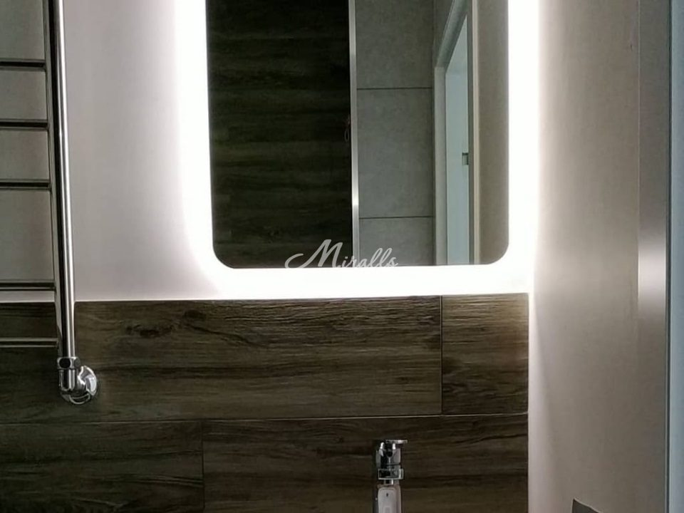 Зеркало Lux в интерьере ванной комнаты