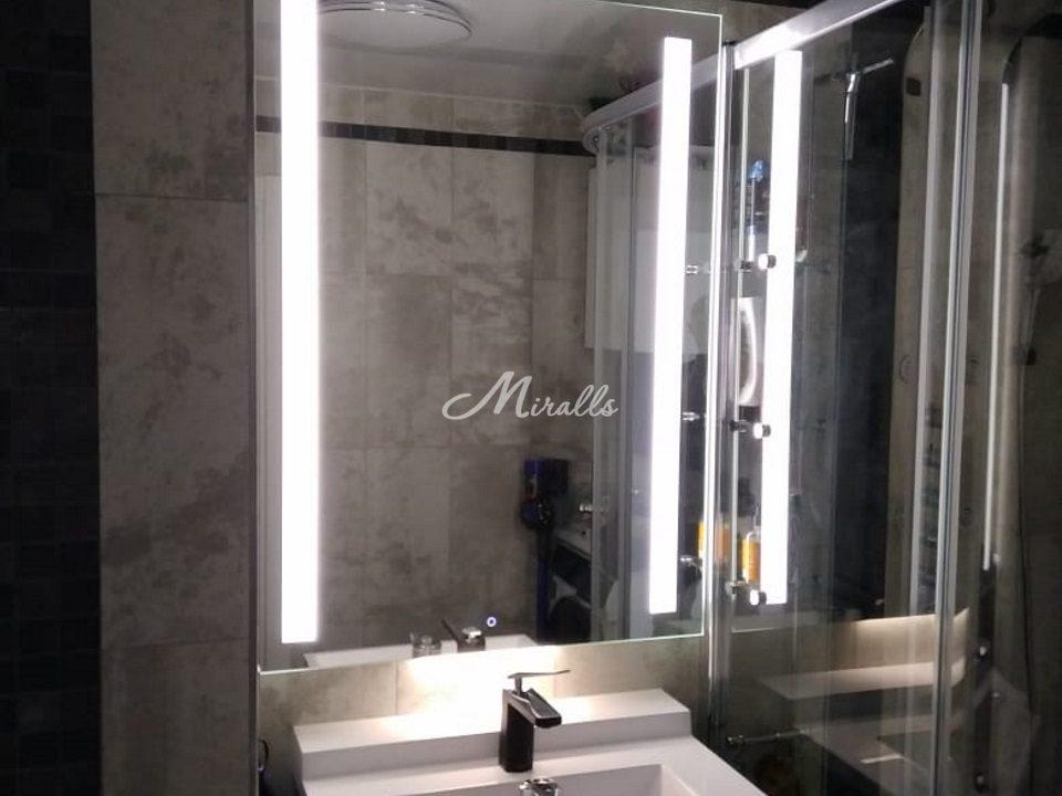 Зеркало Lora Extra в интерьере ванной комнаты