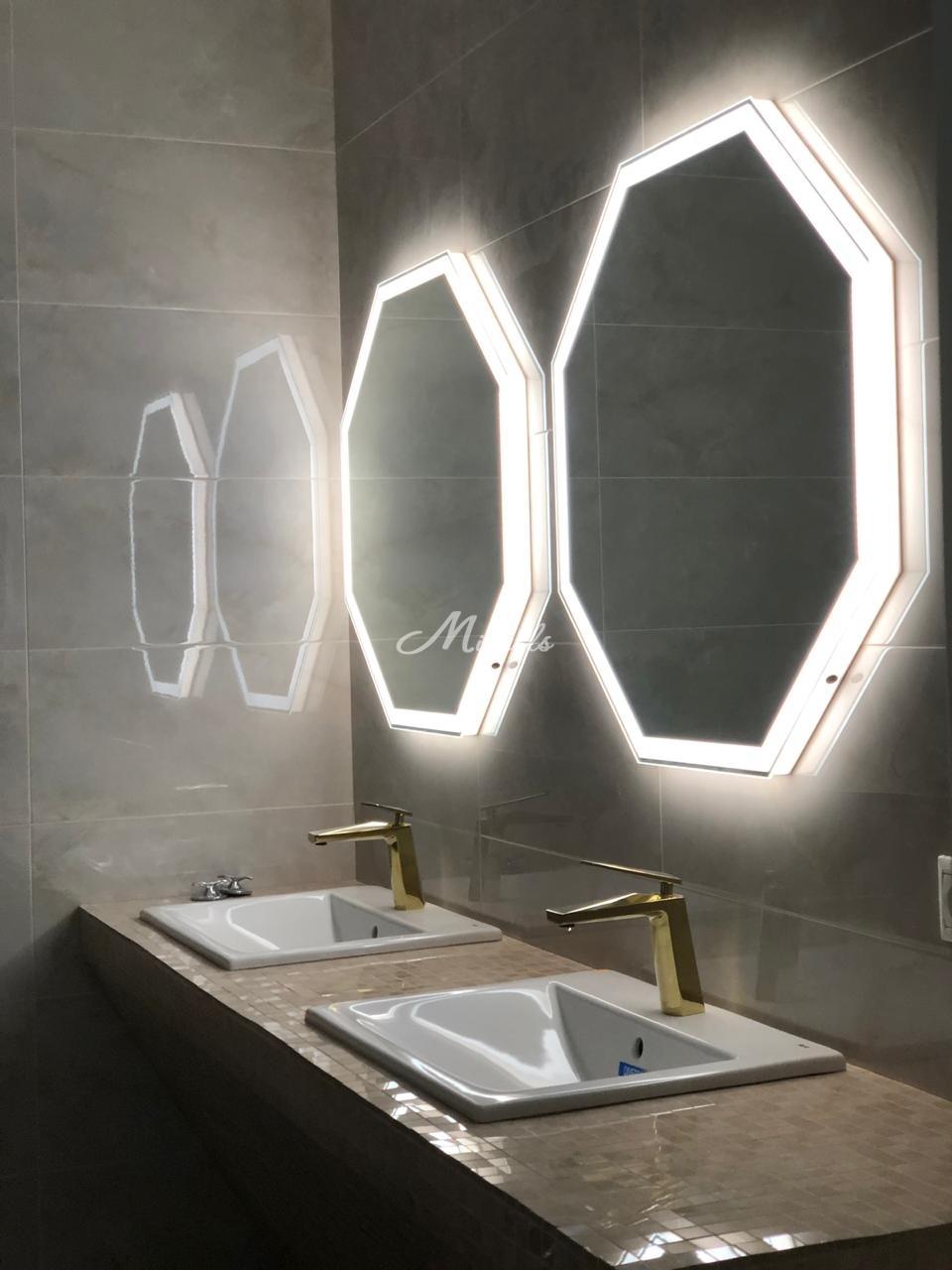 Зеркало Prisma с сенсором движения в частной квартире (МФЦ Сити, Око)