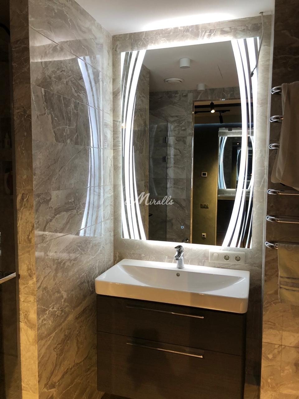 Зеркало Anastasia в ванной комнате частной квартиры (ЖК Ясный)