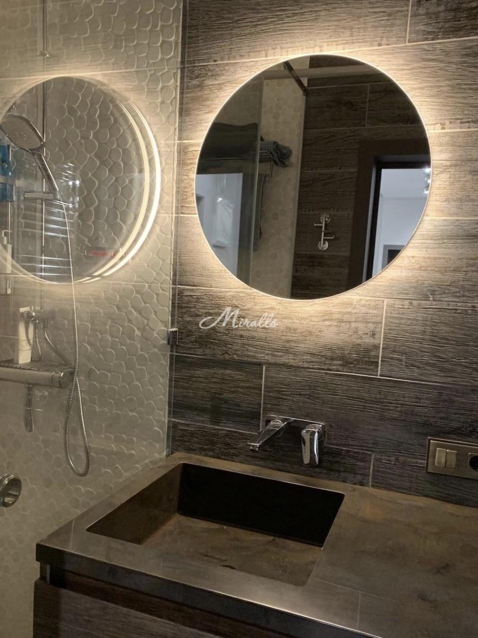 Зеркало Eclipse с теплой подсветкой в частной квартире (ЖК Триколор)