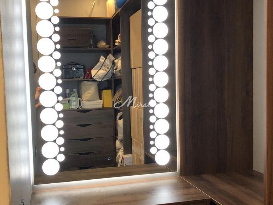 Зеркало Flash в гардеробной комнате частной квартиры (ЖК Aннино парк)