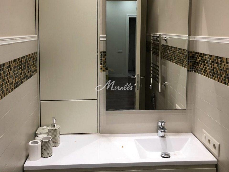 Зеркало Galla New в ванной комнате частной квартиры (ЖК Бунинские луга)