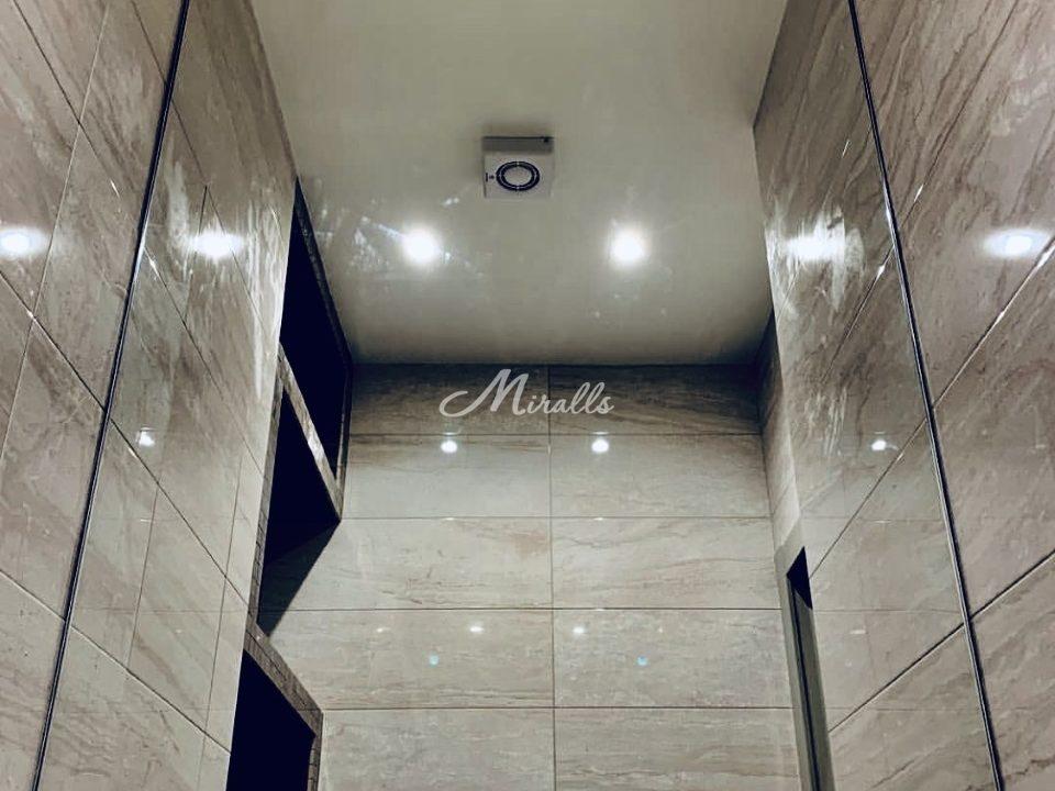 Зеркало Galla New в санузле частной квартиры