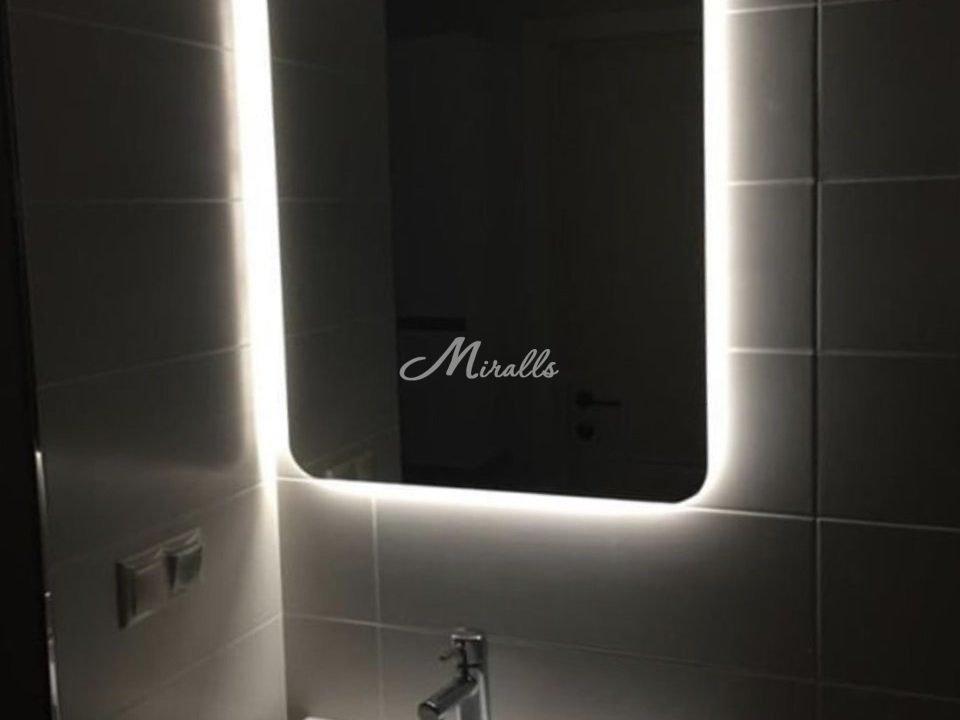 Зеркало Light в санузле частной квартиры