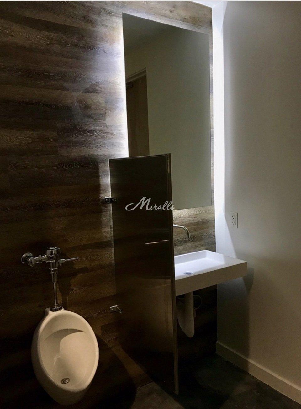 Зеркало Simple в общественной зоне