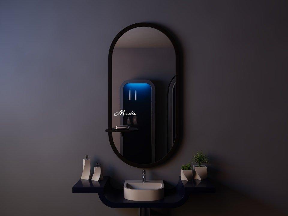 Овальное зеркало в деревянной раме Gerda