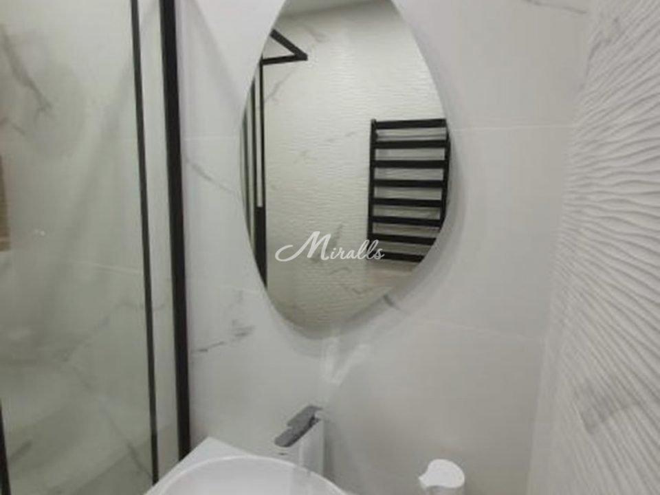 Зеркало без подсветки Onyx после монтажа