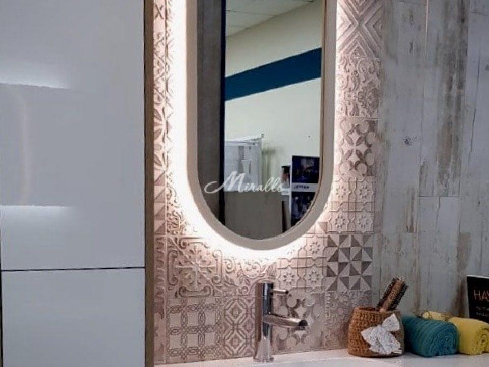 Зеркало Alba в шоу-руме