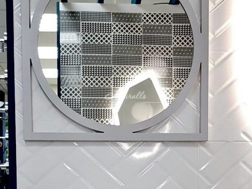 Зеркало Madonna на экспозиции в шоу-руме