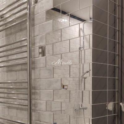 Зеркальное панно в форме плиток доя ванной комнаты в ЖК Донской Олимп