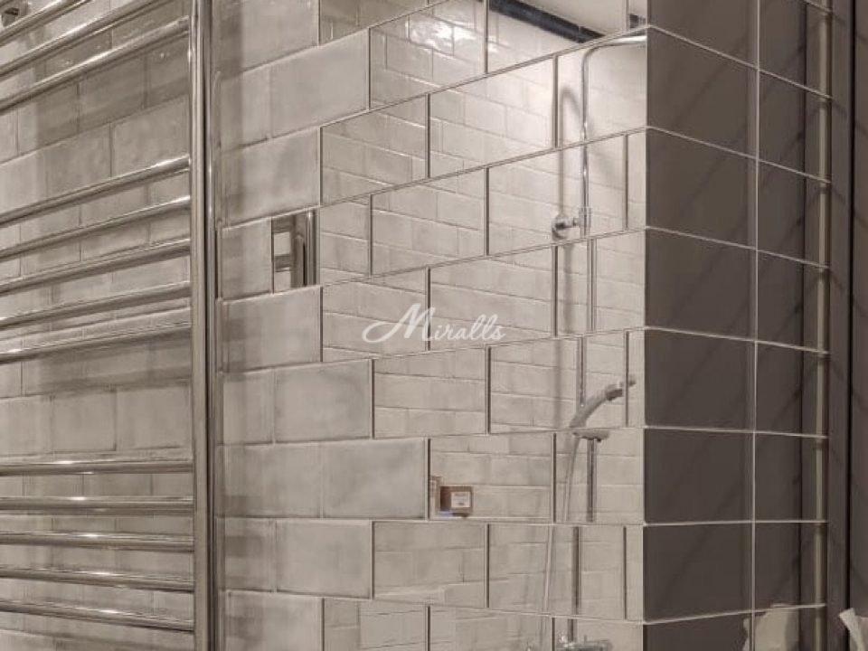 Зеркальное панно Adam в форме плиток доя ванной комнаты в ЖК Донской Олимп