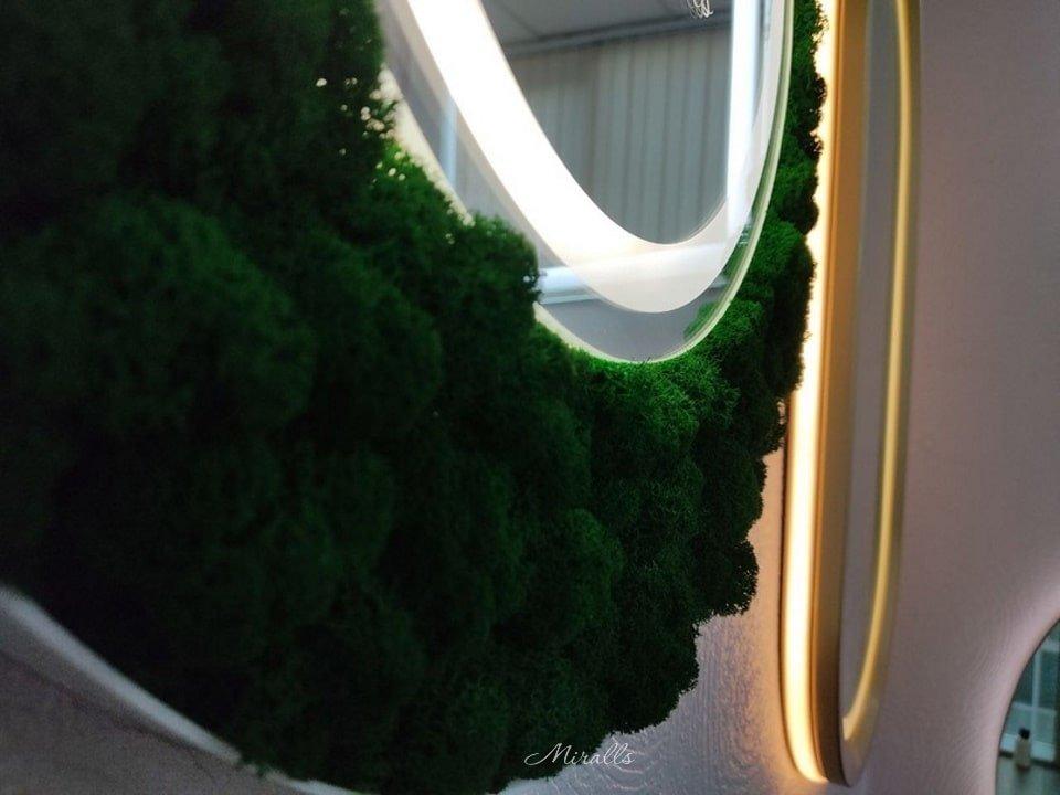 статья Уход за зеркалами - зеркало в раме из мха