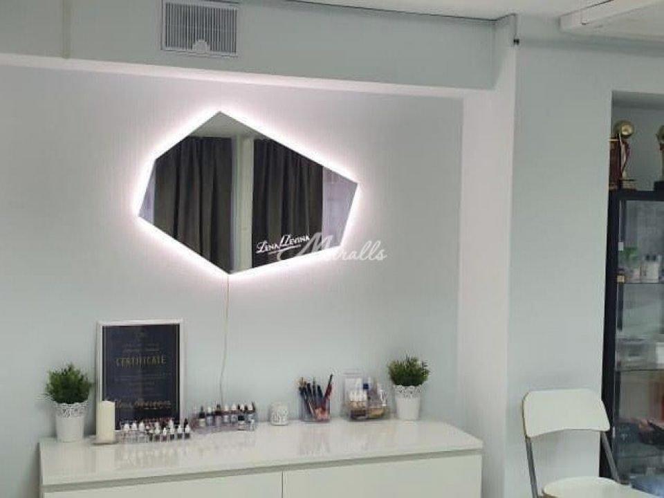Зеркало Iceberg Extra в академии Лены Левиной