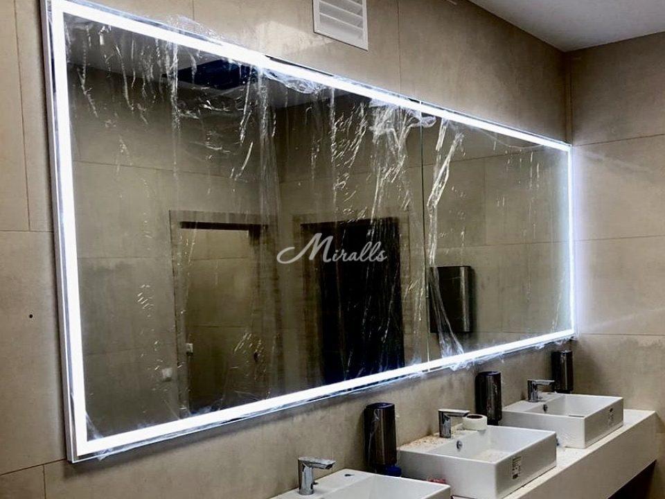Зеркало Edging во флагманском офисе «Мои документы» в ТРЦ Columbus