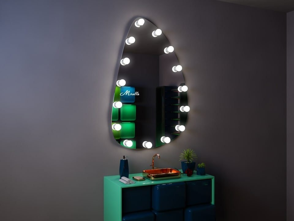 Гримёрное зеркало необычной формы Lady