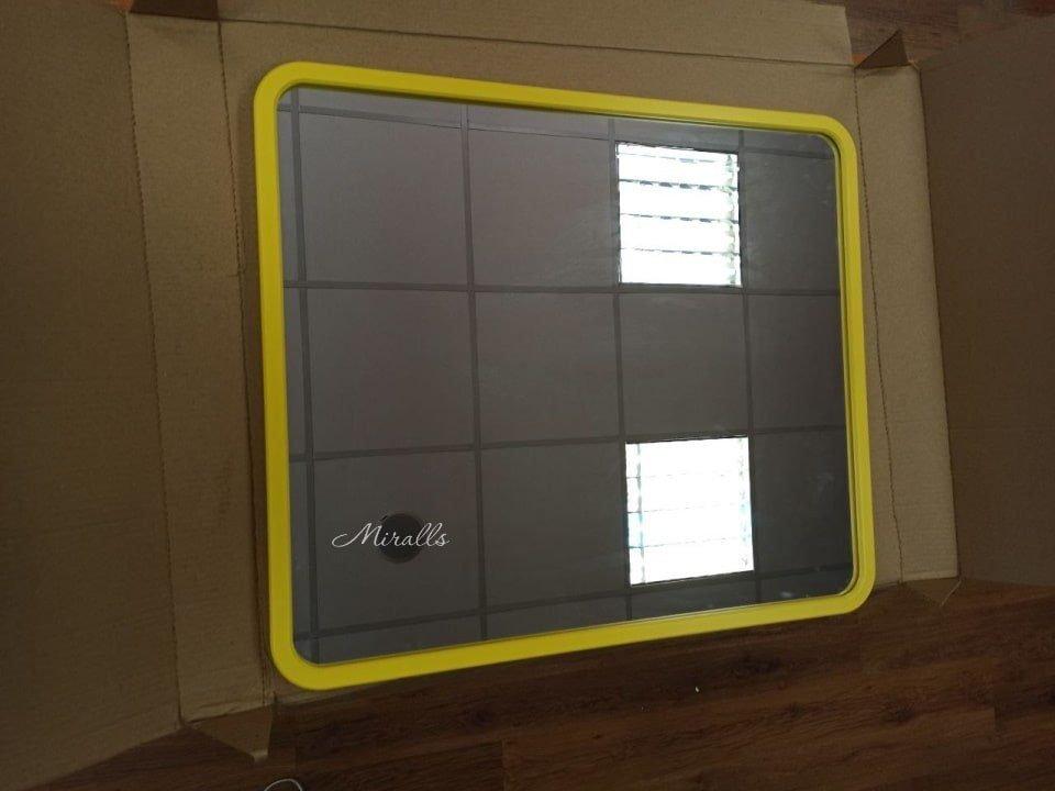 прямоугольное зеркало Sparta в желтой раме МДФ