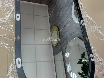 Зеркало с интерьерной подсветкой и рисунком на раме