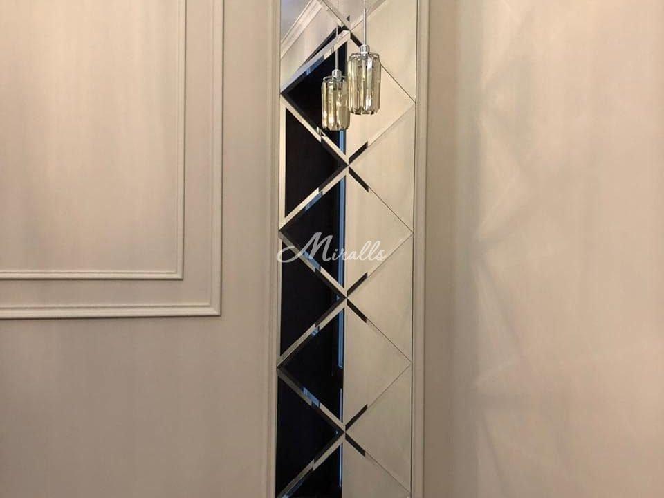 Зеркальное панно Franchesco в гостиной
