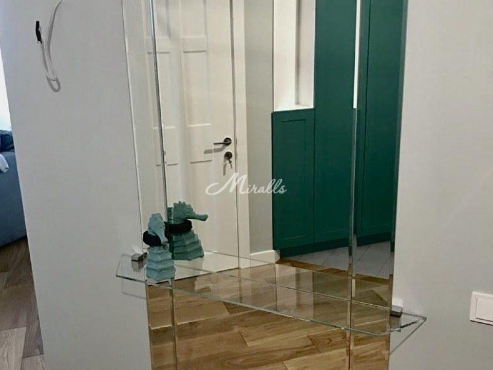 Зеркальное панно Ludovic с дополнительной стеклянной полкой