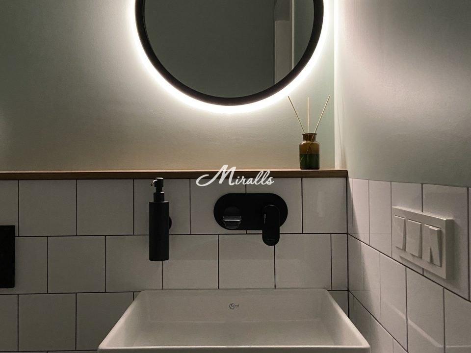 Зеркало Simona в черной раме с нейтральным светом