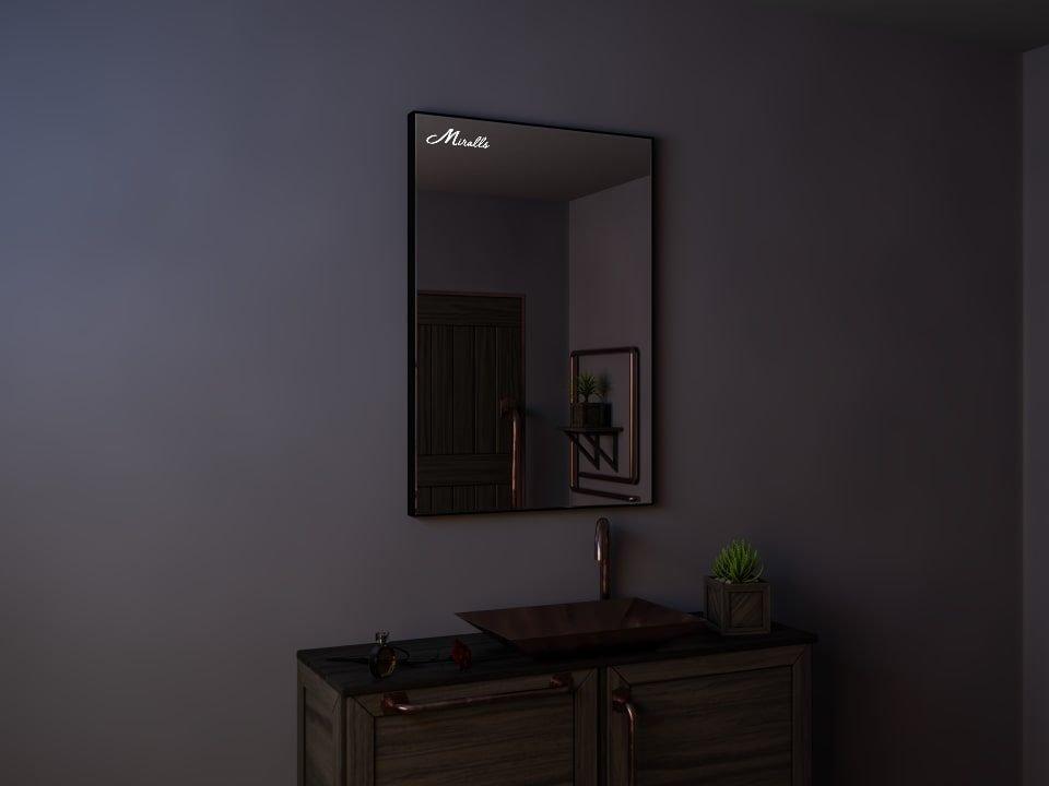 Зеркало в тонкой раме Brams