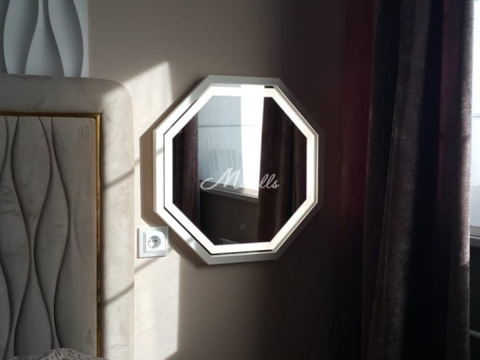 Зеркало Signia с фронтальной подсветкой и холодным светом