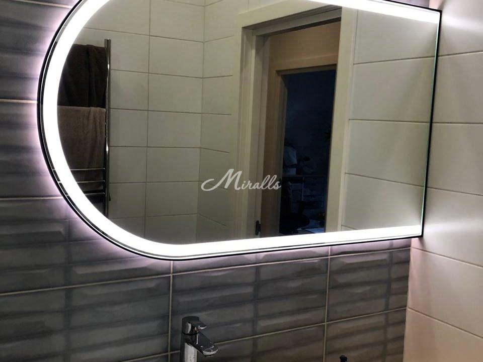 Зеркало Marta Plus в раме черного цвета и с холодной подсветкой