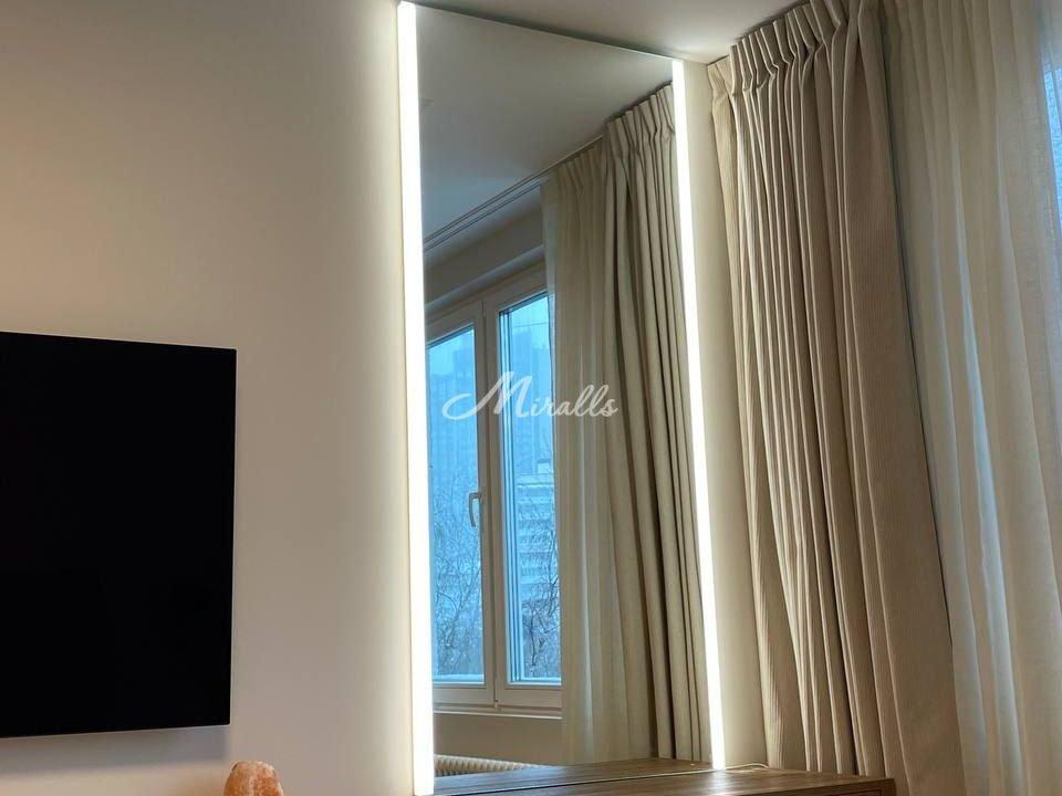 Зеркало Adele с нейтральной подсветкой