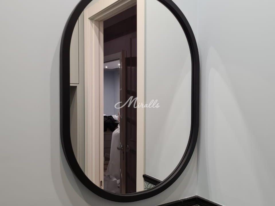 Зеркало Berta в черной раме