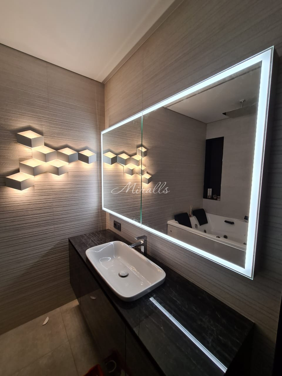 Зеркальный шкаф Aksent с холодным светом
