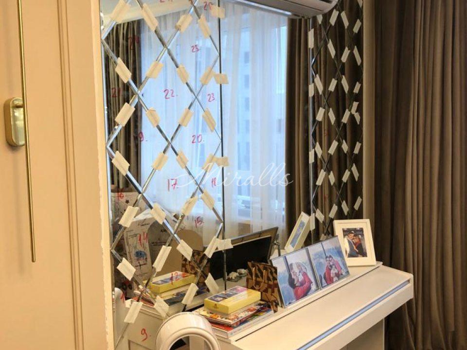Зеркальное панно Adam и зеркальное полотно под вклейку сразу после монтажа