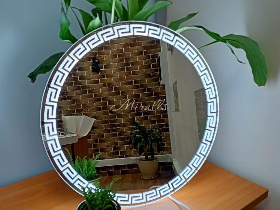 Небольшое зеркало Afina с холодной подсветкой