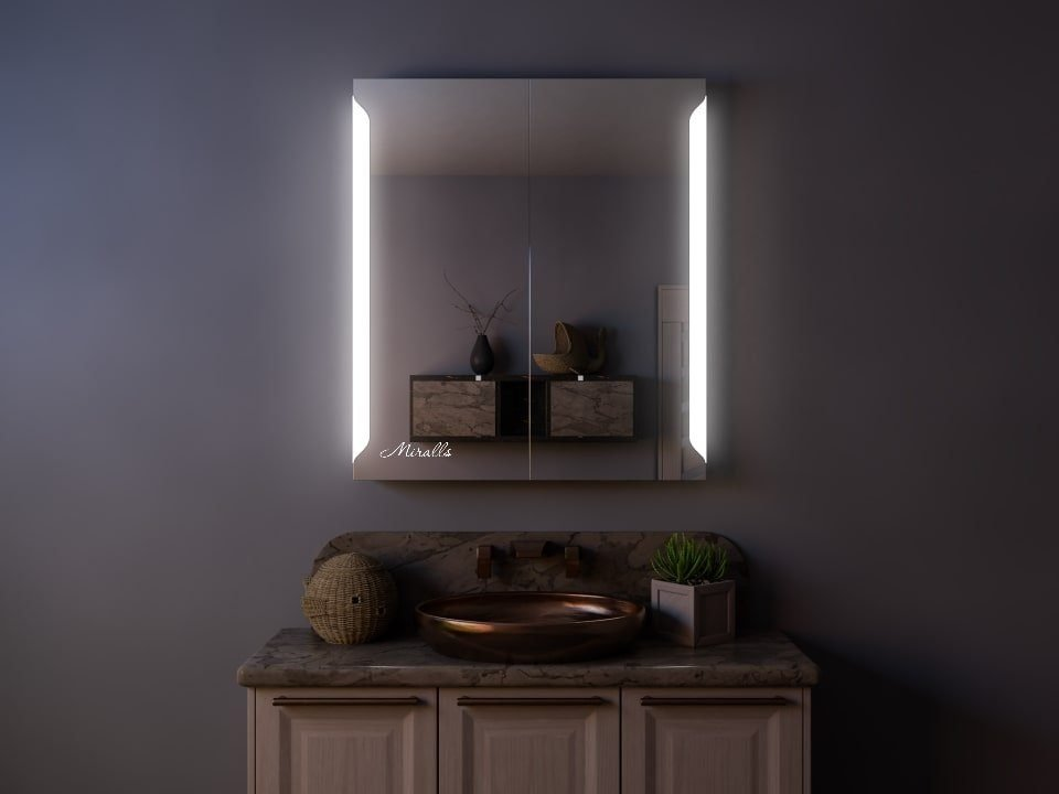 Зеркальный шкаф с подсветкой Flavio